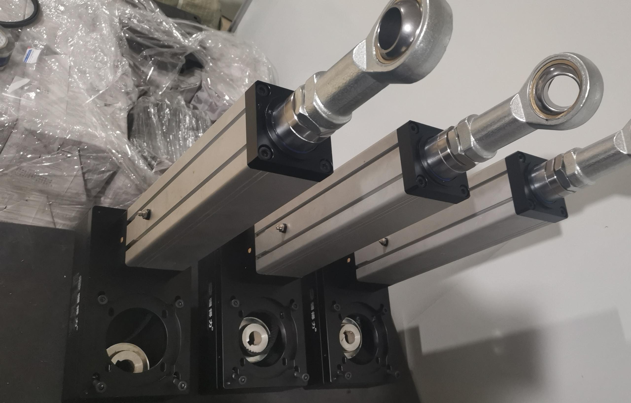 前后关节轴承的伺服电动缸